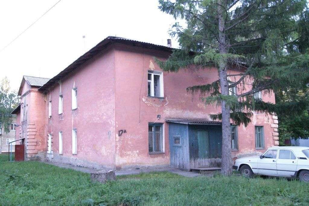 Этот дом по адресу: Ленина, 17а совсем скоро станет прошлым, а его жильцы, наконец, обретут квартиры в новых домах. Фото Натальи Нечахиной