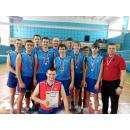 Волейболисты с тренером Анатолием Скоробогатовым