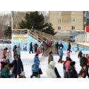 Ледяная горка - любимое детворой место новогодних развлечений. Фото © okberdsk.ru