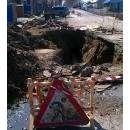 Место аварии на канализационном коллекторе Бердска. Грунт провалился еще 5 апреля