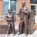 Памятник челноку на рынке Бердска
