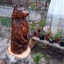Медведь - самая большая скульптура, его рост 1,5 метра