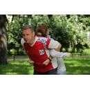 Владимир Ефремов проводит бесплатную гимнастику для желающих