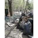 Завалили мусором могилу младенца на кладбище в Бердске