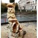 Кот Баюн в Новосибирске вырезан из ветхого дерева