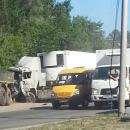 КамАЗ слетел с Бердского шоссе и повредил световую опору