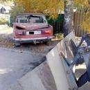 Чистящий улицу к приезду губернатора трактор наехал на автомобиль в Бердске