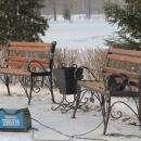 У памятника морякам в Бердске установили скамейки в морском стиле