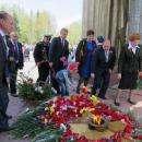 Видео: 92-летний Кирилл Храмцов стоя принял парад Победы в Бердске