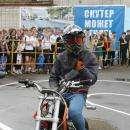 «Шлем всему голова» - школьнику в Бердске ГИБДД подарила мотоциклетный шлем