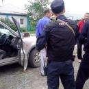 Видео: Троих мужчин заковали в наручники на ул. Советской в Бердске