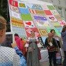 Видео: Самый большой платок России сшит в Бердске