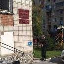 Видео: Вооруженный пистолетом террорист захватил в заложники посетителя суда Бердска