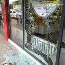 Фото. В центре Бердска ограблен салон сотовой связи «Билайн»
