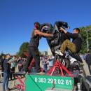 Фото и видео. Мэр с волшебной палочкой возглавил карнавал в день 300-летия Бердска
