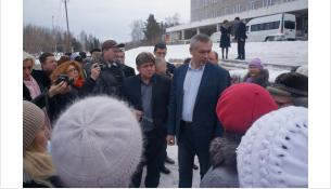 Врио губернатора Андрей Травников пообщался с жильцами Спортивной, 13 в Бердске
