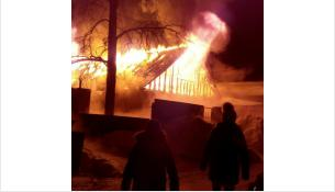 Крыша дома полностью сгорела