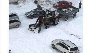 Вывоз снега в Бердскеосуществляют три КамАЗа и один снегопогрузчик