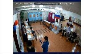 Члены одной из УИК в Бердске фотографируются в отсутствии избирателей