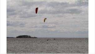 Кайтинг - катание на сёрфе с управляемым воздушным змеем (фото не с места ЧП)