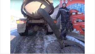 Ассенизаторы могут сливать фекалии в любой колодец города