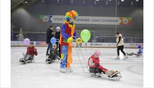 Праздничная тренировка для следж-хоккейной команды и их родителей