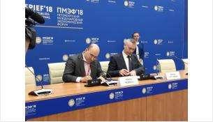 Врио губернатора Новосибирской области Андрей Травников и президент ПАО «МТС» Алексей Корня