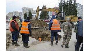 Провал на пл.Горького в Бердске перед мэрией