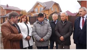 Участок под строительство школы в прошлом году показывали областным депутатам и чиновникам