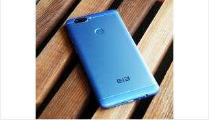 Синие смартфоны покупают в семь раз чаще