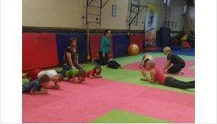 С детьми из следж-хоккекейной команды Бердска» занимается опытный инструктор «Спортограда»