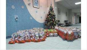 В прошлом году при вашей поддержке журналисты Бердска очень быстро собрали 190 сладких подарков для детей