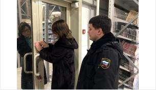 ТЦ «Быстромолл» в Новосибирске в День Конституции опечатали приставы