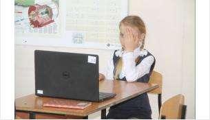 Диагностику зрения учеников проводят в школе №2 в Бердске