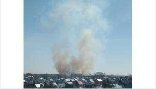Столбы дыма видны в стороне ул. Озёрной