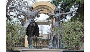 Памятник в Грузии