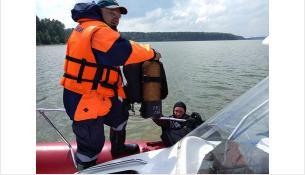 Труп искали спасатели-водолазы