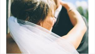 Невесте вместо подарка вручили постановление об аресте авто