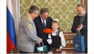 Юным героям вручили оранжевые береты МЧС