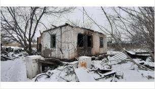 Житель деревни Бердь спасал бабушку из горящего дома через разбитое окно