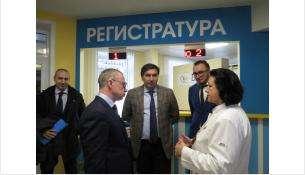 Поликлинику посетил вице-губернатор Юрий Петухов и министр здравоохранения Константин Хальзов