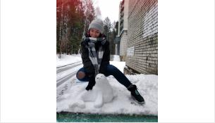Каждому снеговику студенты дают имя и придумывают ему историю