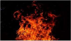 Огнем повреждено подкапотное пространство