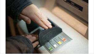 Неисправный банкомат выдал чужие 8 тыс. рублей жительнице Новосибирска