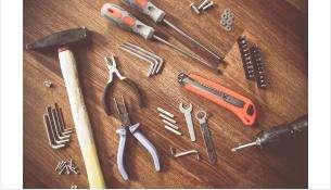 Из гаражей были украдены инструменты