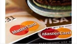 Сбербанк временно отменил комиссию за пополнение своих карт с карт других банков