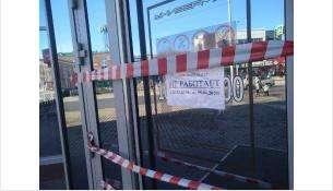 Универмаг в центре Бердска закрыт