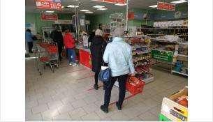 В магазинах нанесена разметка для соблюдении дистанции