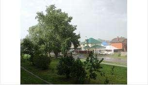 Штормовой ветер и ливень обрушились на Бердск после 29-градусной жары