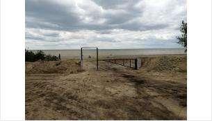 Восстановлен спиленный неизвестными шлагбаум у пляжа водозабора Бердска